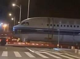 厦门机场辟谣飞机跑出机场 飞机属正常作业