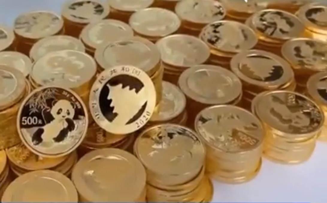 手提29公斤黄金去兑现 黄金价格创历史最大年内涨幅