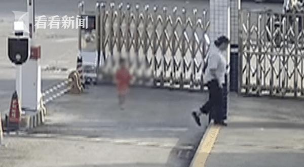 女子拐带2岁幼儿后换装出城