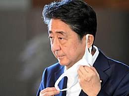 日本首相安倍晋三赴医院
