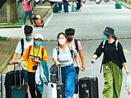 武汉迎来首批返校大学生