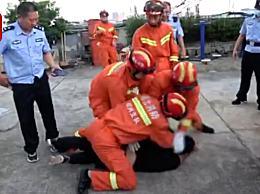 消防员救下跳楼男子后被暴打