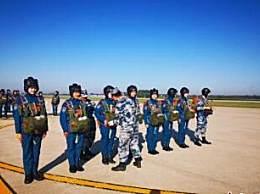 空军第12批女飞行学员首次跳伞