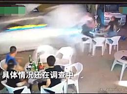 警方通报小车冲过夜市撞飞数人