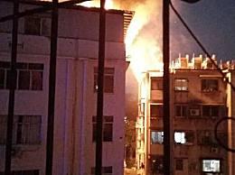 南宁一小区楼顶烧成火海