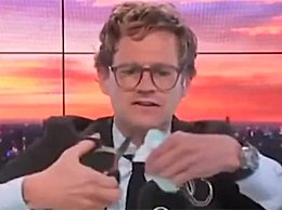 英国主播直播中大骂口罩并剪碎
