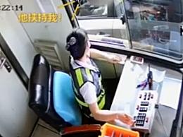 女子被家暴高速收费站求助获救 工作人员以故障无法抬杆为由将其拦