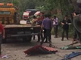 货车侧翻压捡蒜群众致8死11伤