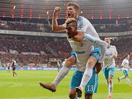 拜仁8-0狂胜沙尔克