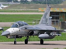 解放军多型战机飞越台海