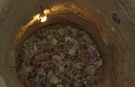 世界奇闻事实大全:古井将钱币放大神秘法老雌雄同体