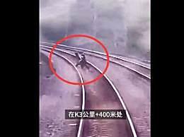 2小孩为拍短视频铁轨上逼停动车