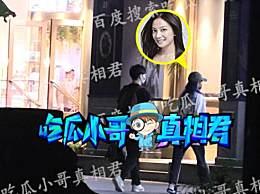 赵薇被曝与男子逛超市 两人举止亲密神秘男子是谁