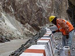 印度在中印边境地区加紧路桥建设