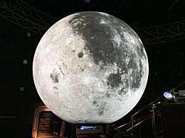 火星伴月今日上演 红色的火星与皎洁的月亮竞相争辉