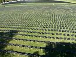 白宫外摆2万张椅子纪念新冠死者