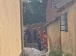 武汉在建私房垮塌2死10伤 目前搜救工作仍在进行