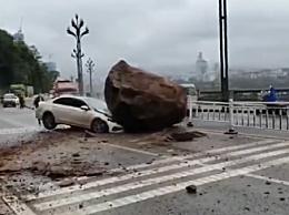 宜宾山体滑坡过路车辆被巨石砸中