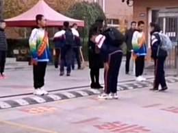 辽宁中学要求学生入校先鞠躬