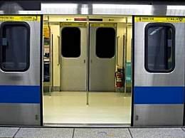 地铁将禁手机外放