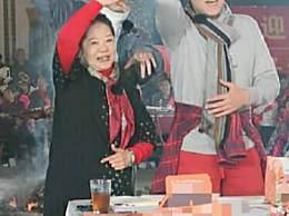 54岁蔡国庆现身农村酒席