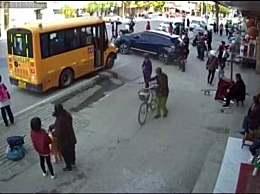 老师驾车撞倒学生致1死1伤