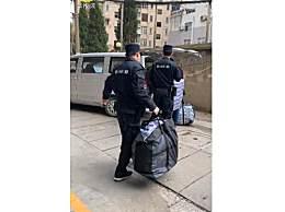 南京遇害女生父母取回女儿遗物