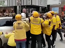 网传奔驰车主撞外卖小哥遭围殴