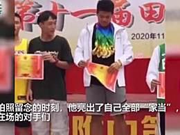 体育生最后一次领奖亮出所有奖牌
