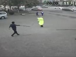 持刀凶徒在干警追逃下窜入法院