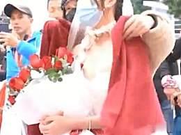 穿婚�在�R拉松�K�c等男友
