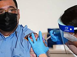 美国考虑将新冠疫苗剂量减半