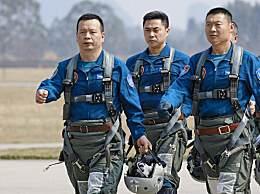 战机避开居民区一等功飞行员复飞