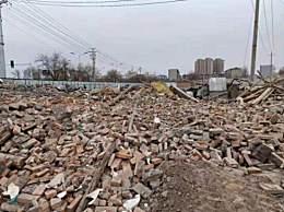 男人称断绝时期老宅被拆