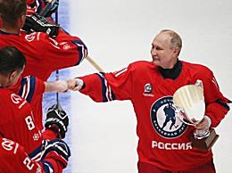 普京参加冰球大赛打进8球