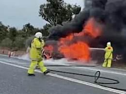 澳大利亚一汽车撞袋鼠后爆炸