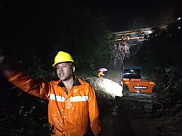 郑州站多趟列车因强降雨停运晚点