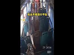 女孩公交被裙底偷拍径直告诉司机